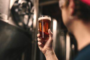Conheça a profissão de Mestre Cervejeiro e o que faz